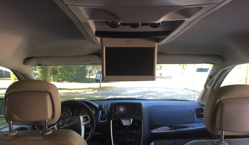 2015 Chrysler Town & Country Touring full