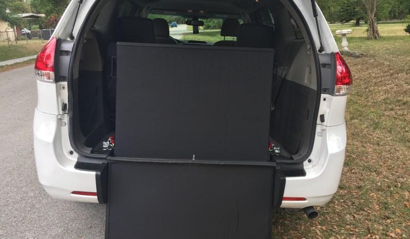 2013 Toyota Sienna Rear Entry Wheelchair  Van full