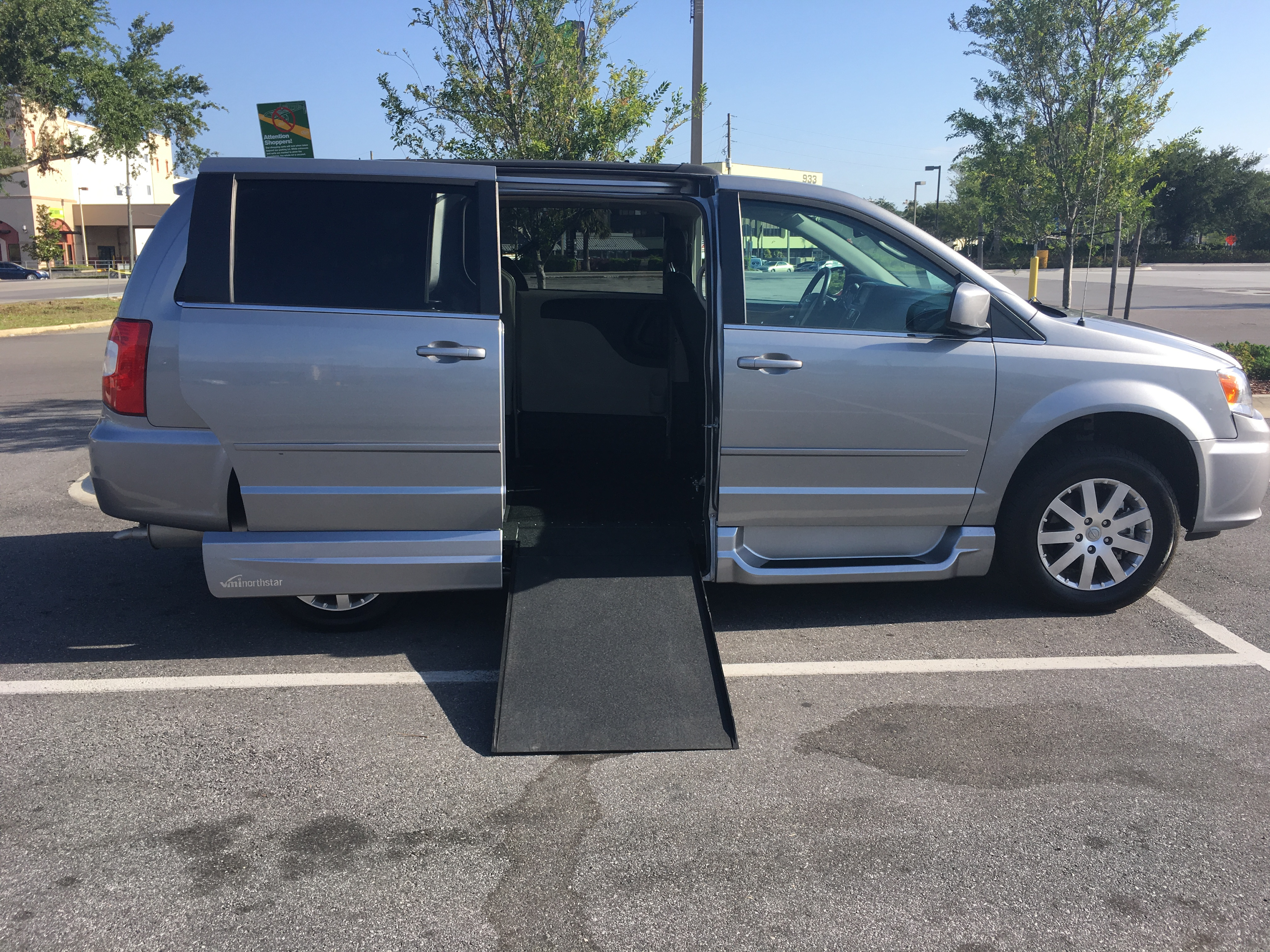 platinum of town limited used chrysler and grand country review vehicle hill simon dodge caravan expert