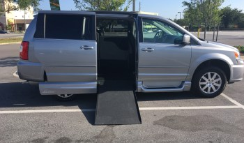 2016 Chrysler Town and Country Side Entry In Floor
