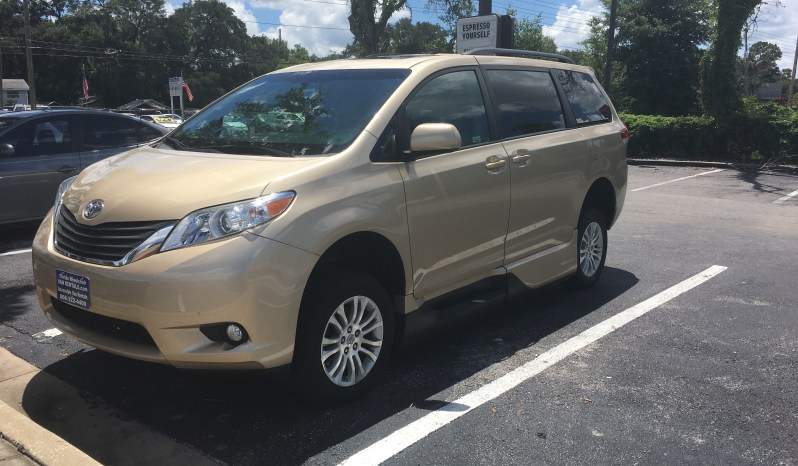 2014 Toyota Sienna Side Entry Wheelchair Van full