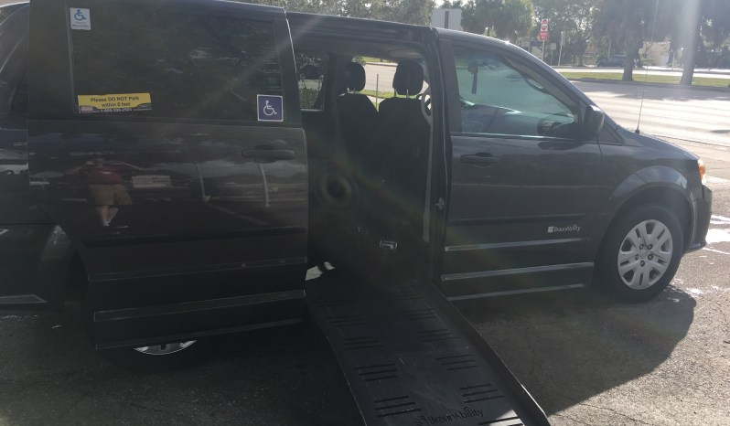 2015 Dodge Grand Caravan Side entry minivan full