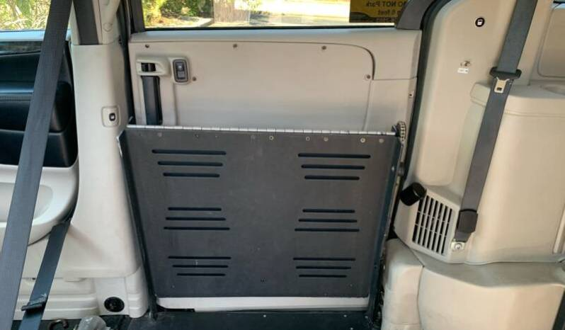 2016 Dodge Grand Caravan Side Entry Wheelchair Van with Dual Locking for Wheelchairs full