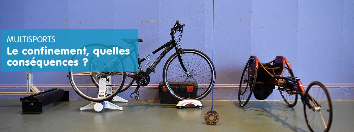 Vélos et handbike avec panneaud 'information