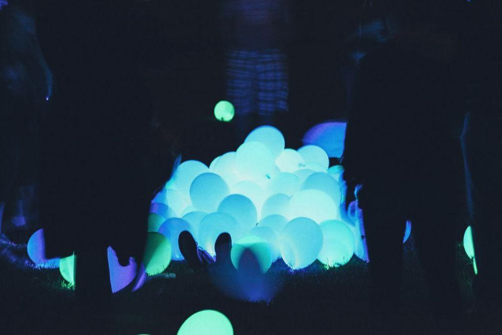 Excellent DIY Party Decoration Tip - Dance-floor Disco Balloons!