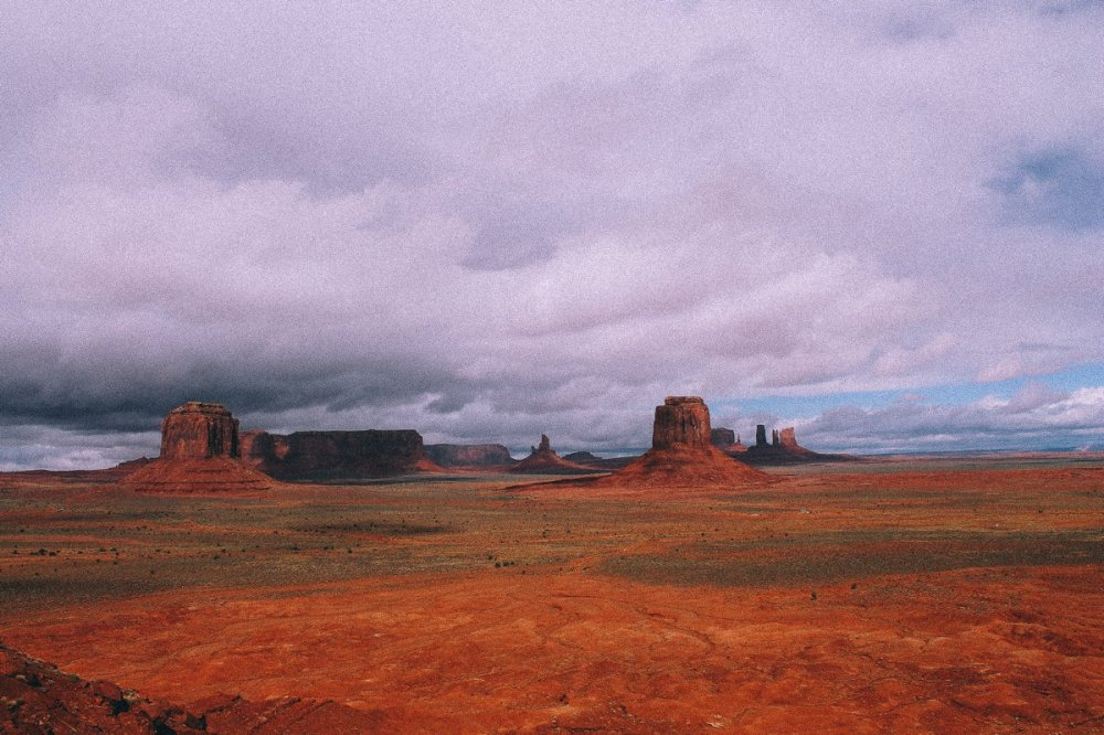 Monument Valley - Zipping back and forth between Utah and Arizona! (12)