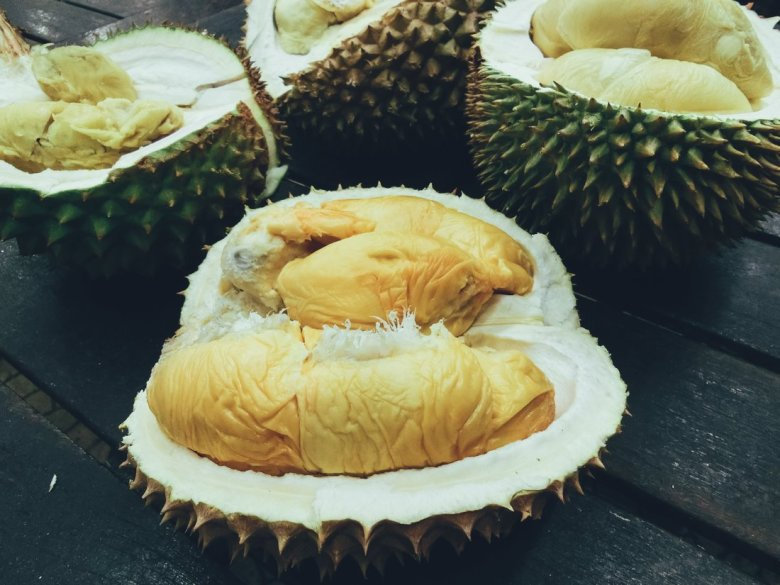 Advice on eating Stinky Smelly Durian Fruit (4)