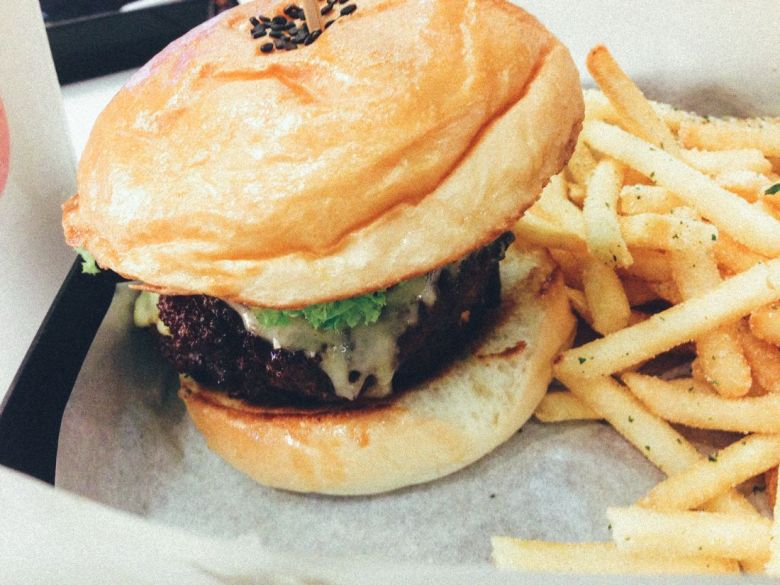 Best Burger Ever. Everything With Fries EWF Singapore (1)