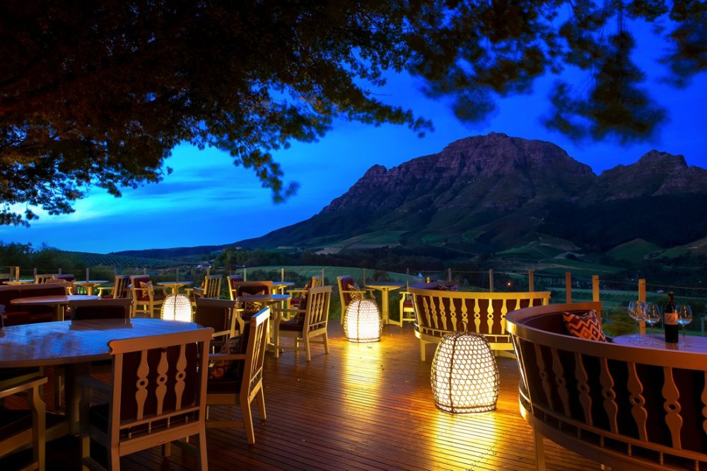 24 Restaurants With The Best Views In The World! (19)