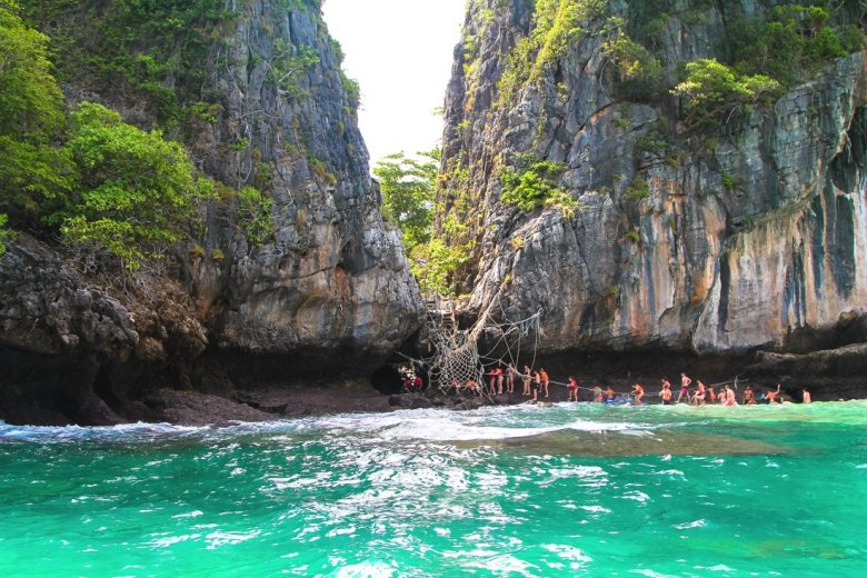 Maya Bay, Phi Phi Island, Thailand on Hand Luggage Only Blog (18)