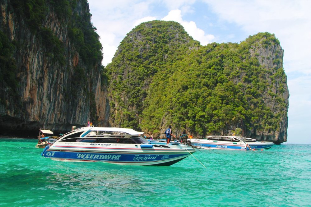 Maya Bay, Phi Phi Island, Thailand on Hand Luggage Only Blog (17)