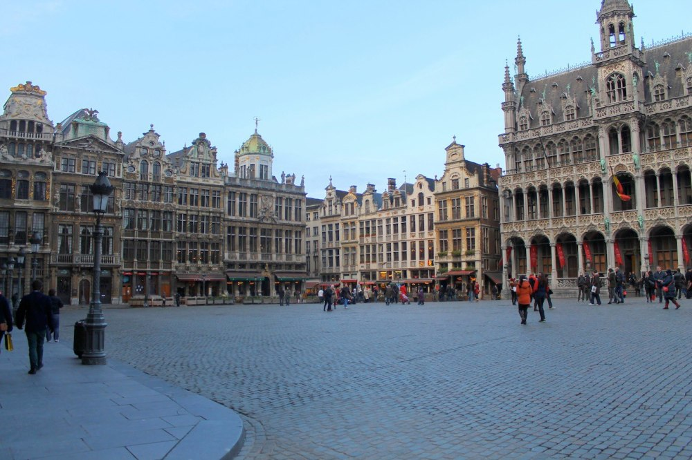 In The Search Of Warmth and Waffles - The First Few Hours In Brussels. (2)