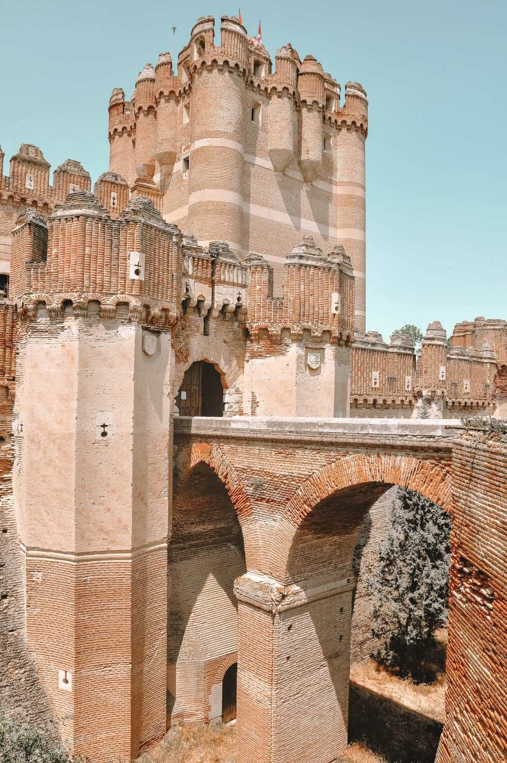 Pretty Castles In Europe To Visit (21)