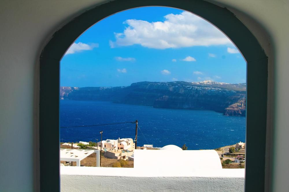 Sunrise To Sunset in Oia and Fira in Santorini, Greece! (4)
