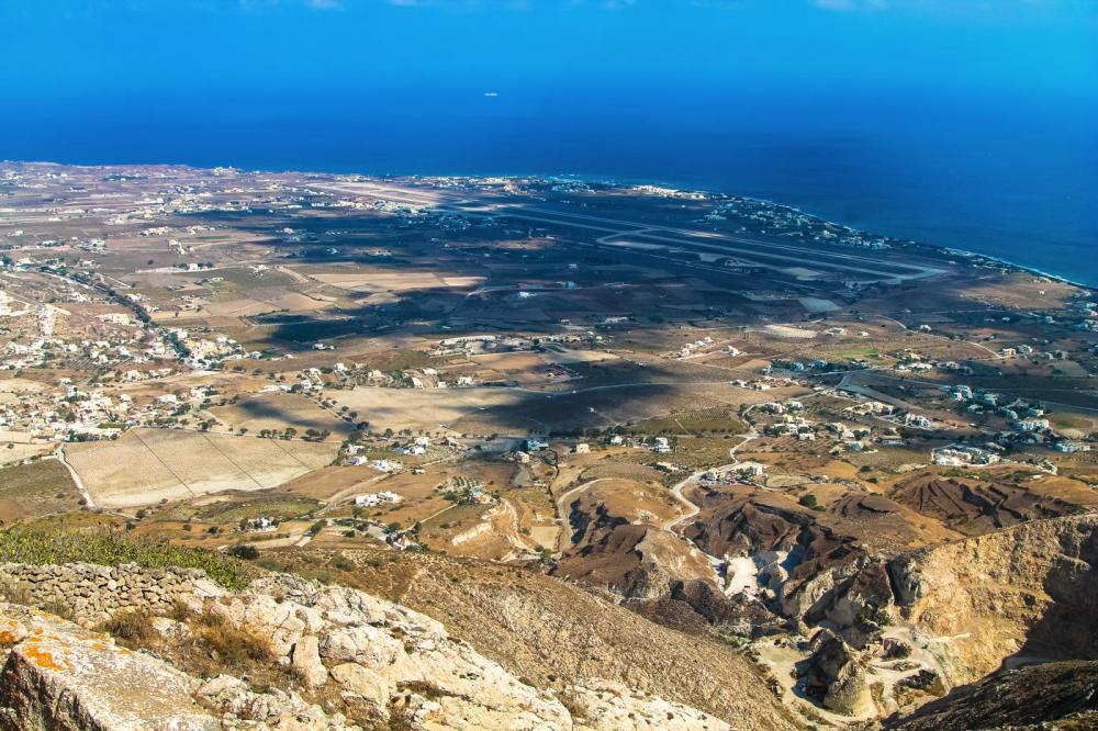 Going Off The Beaten Track in Santorini... (9)