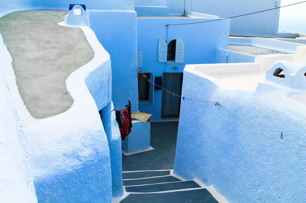 Going Off The Beaten Track in Santorini... (17)