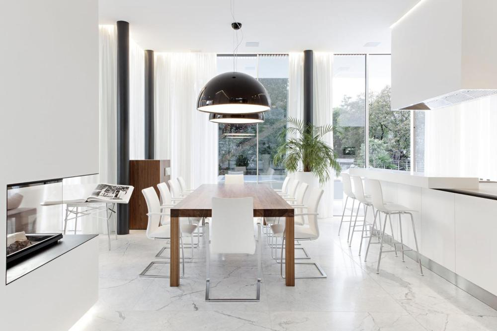 20 Amazingly Beautiful White Homes To Draw Inspiration From! (4)
