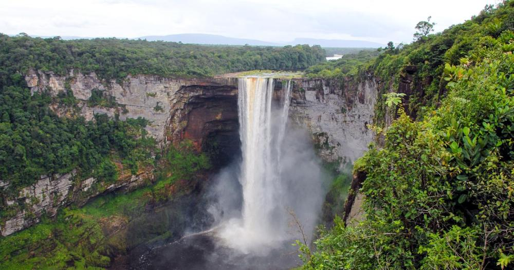 14 Amazing Waterfalls Around The World You Have To Travel To See! (8)