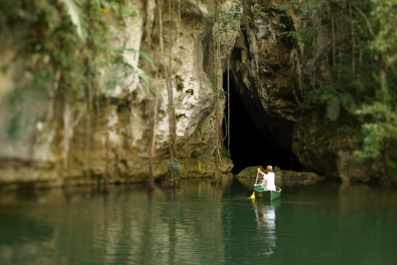 12 Impressive Caves Around The World You Need To See! (22)
