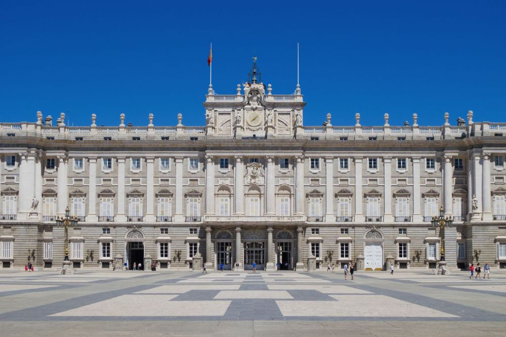 11 Amazing Royal Palaces Across The World You Have To Visit! (5)