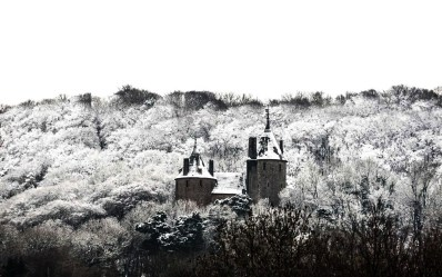 16 Fairytale Castles You Must See in Wales! Beaumaris Castle Caernarfon Castle Caerphilly Castle Carreg Cennen Castle Castell Coch Chepstow Castle Conwy Castle Criccieth Castle Denbigh Castle Dolwyddelan Castle Harlech Castle Kidwelly Castle Raglan Castle St Davids Bishop's Palace Tintern Abbey Tretower Court & Castle Weobley Castle (5)