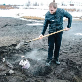 The 1st Day in The Land Of Fire and Ice - Iceland! Lava Baking, Geo-Thermal Pools And The Golden Circle (Part 1) (8)