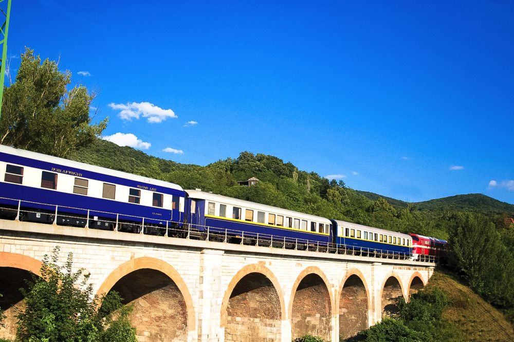 The 15 Most Beautiful Train Journeys Across The World You Have To Travel On! (2)