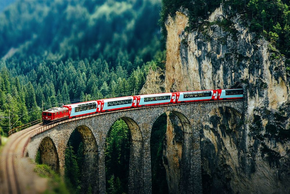 The 15 Most Beautiful Train Journeys Across The World You Have To Travel On! (16)