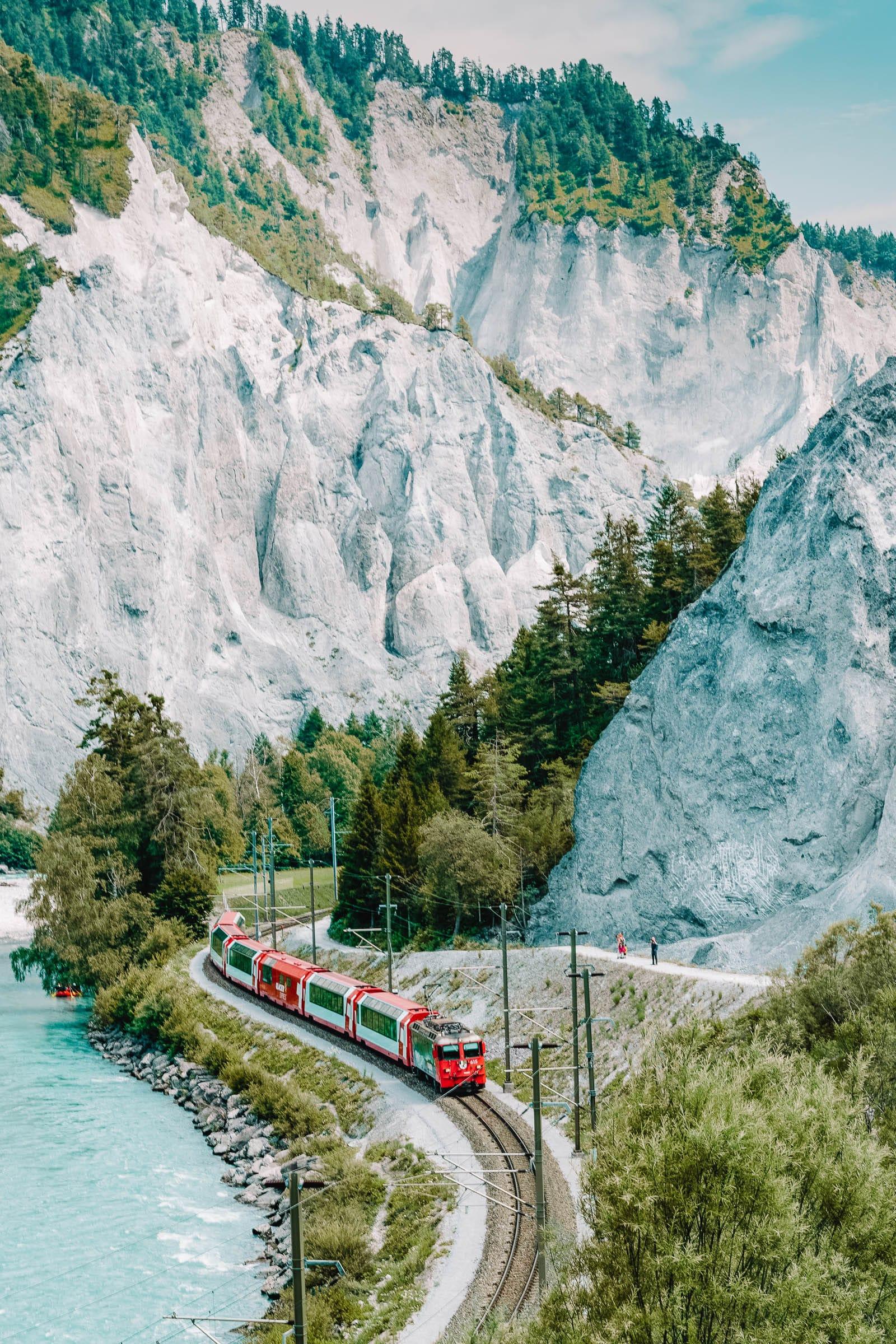 Epic Train Journeys Across The World (2)
