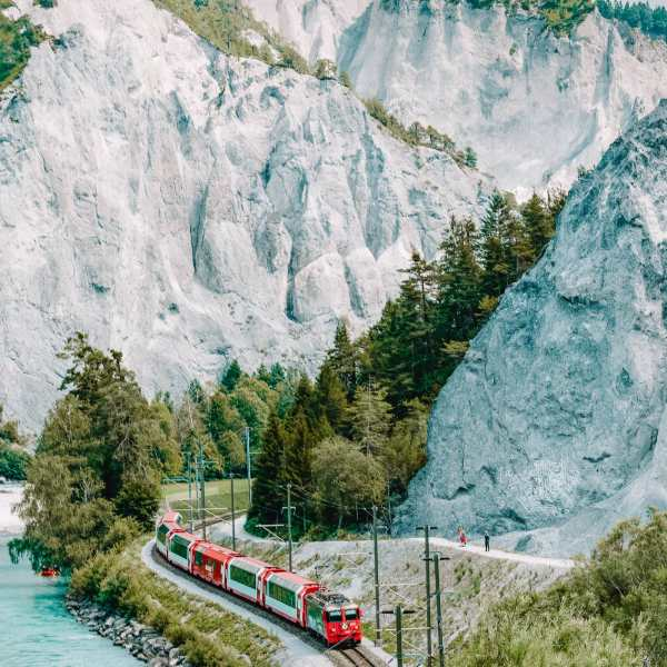 Epic Train Journeys Across The World (2)