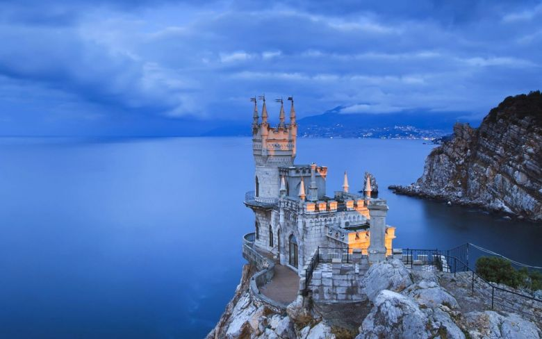 Off The Beaten Track - Swallows Nest, Castle... (4)