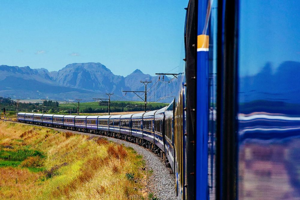 The 15 Most Beautiful Train Journeys Across The World You Have To Travel On! (34)