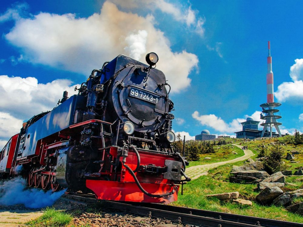 The 15 Most Beautiful Train Journeys Across The World You Have To Travel On! (52)