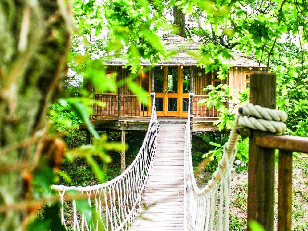 10 Gloriously Quirky Tree Houses To Visit This Year! (25)