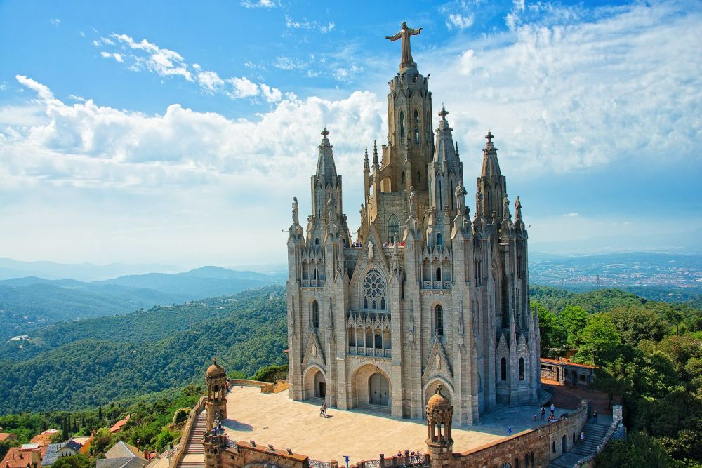 22 Sights You Have To See When You Visit Barcelona, Spain... (1)