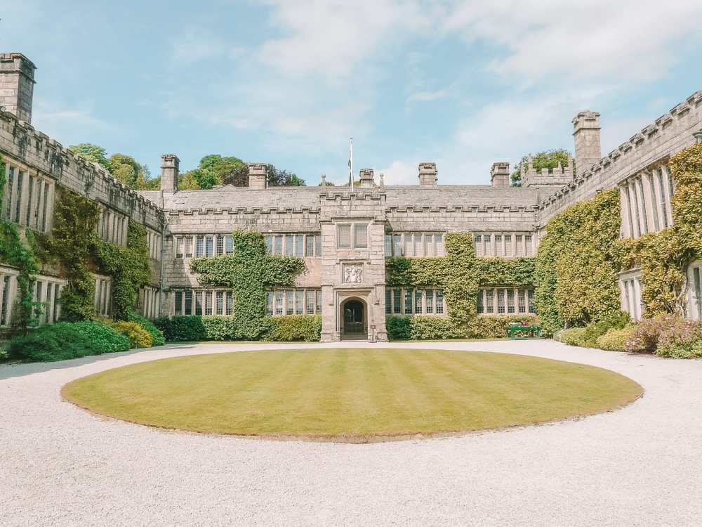 7 Best Manors And Castles In Cornwall To Visit (10)