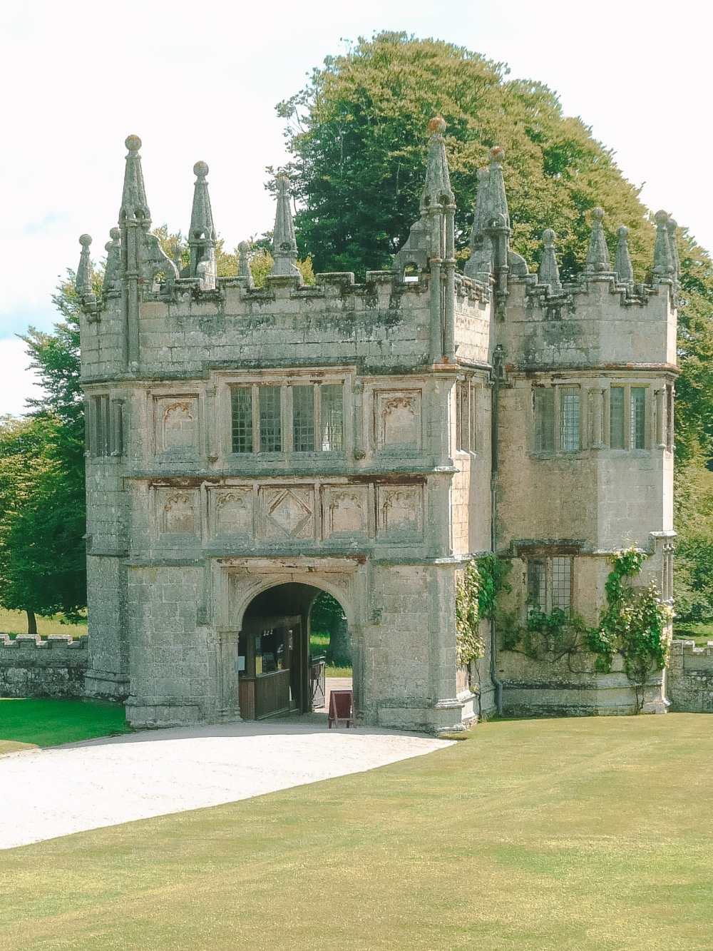 7 Best Manors And Castles In Cornwall To Visit (5)