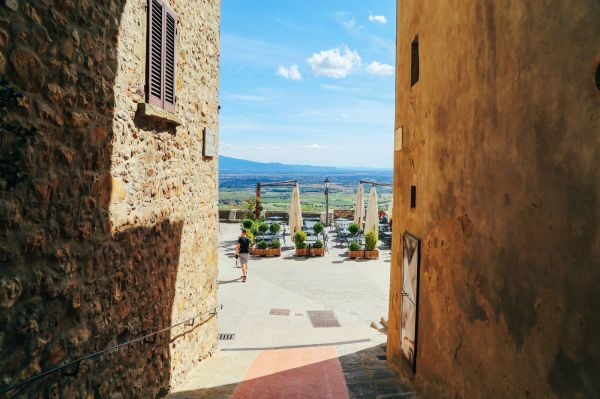The Ultimate 1 Week Road Trip Itinerary For Italy Hand