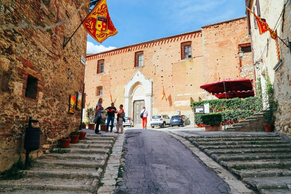 Montepulciano - The Italian Medieval Town In The Mountains... (20)