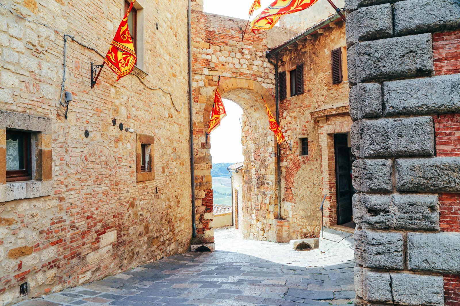 Montepulciano - The Italian Medieval Town In The Mountains... (26)