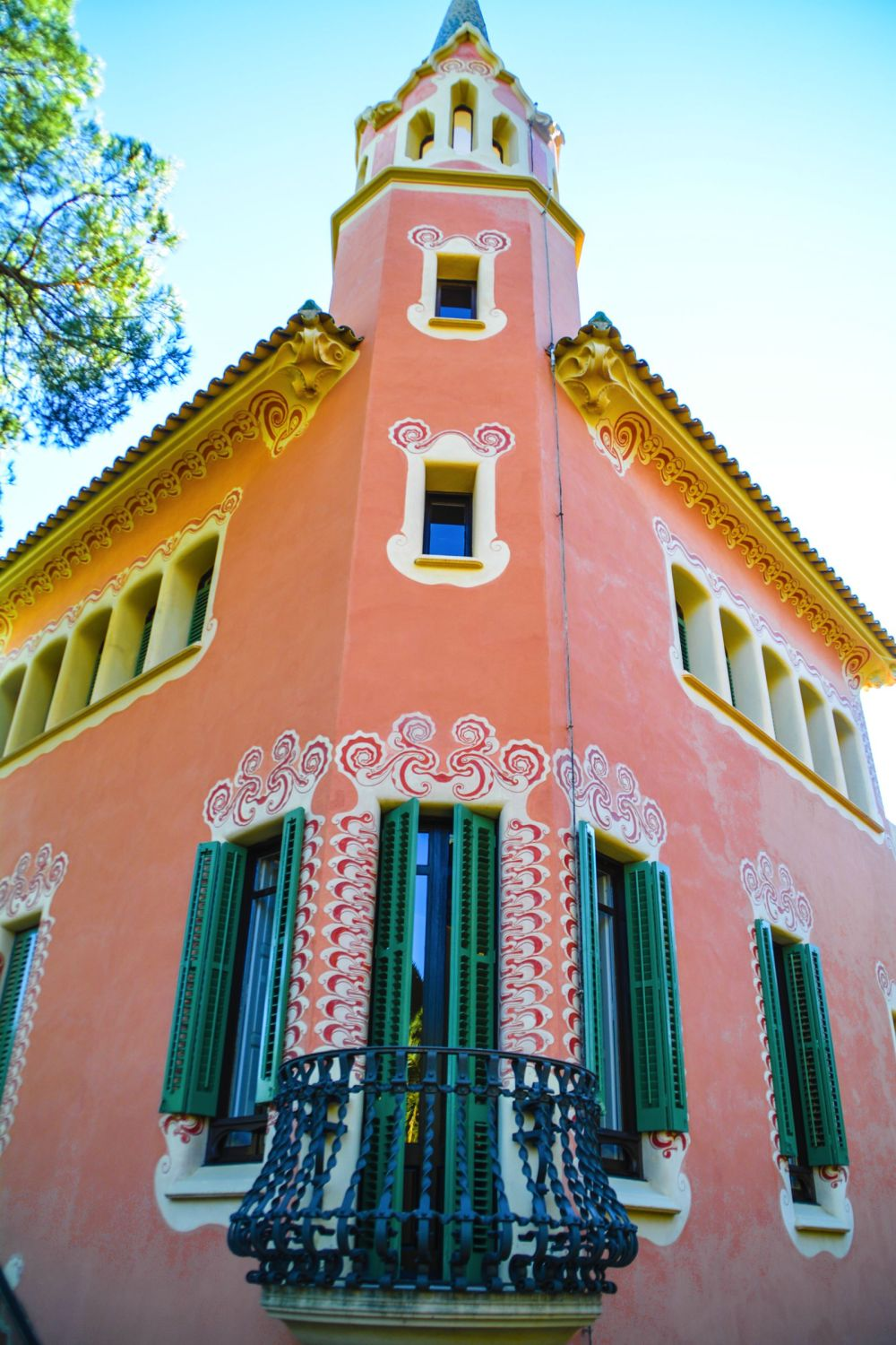 6 Must See Pieces Of Architecture By Gaudì In Barcelona (23)