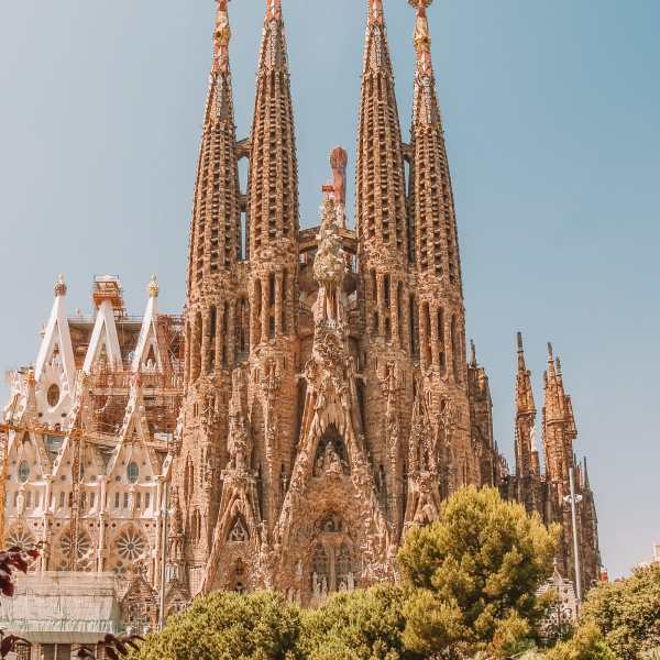 6 Must See Buildings By Gaudi In Barcelona (8)
