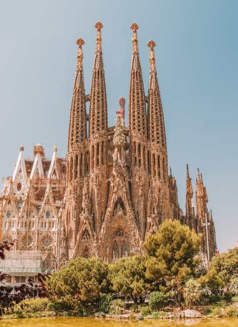 6 Must See Buildings By Gaudi In Barcelona (8)