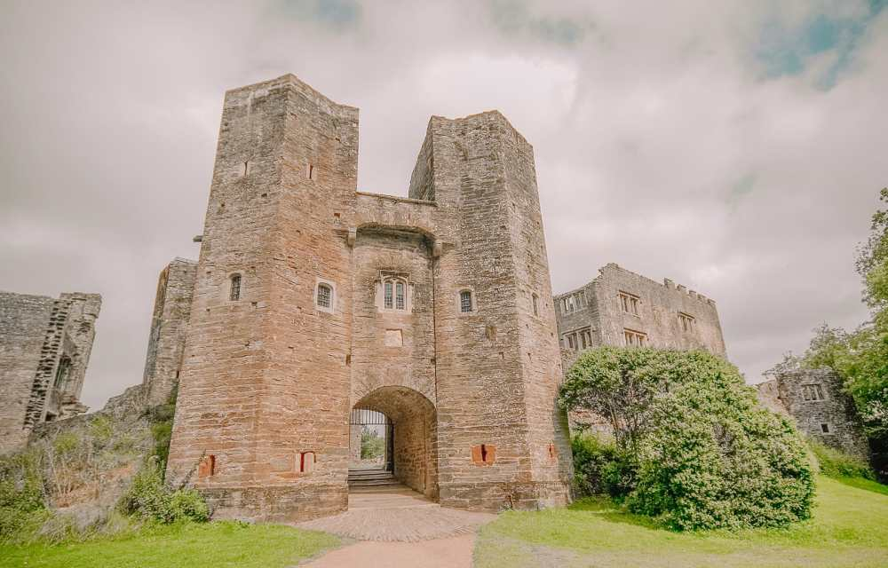 17 Best Castles In England To Visit (12)