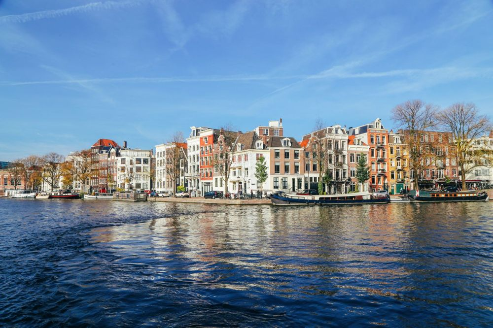 Exploring Amsterdam's Canal (By Driving A Boat For The First Time!) (17)