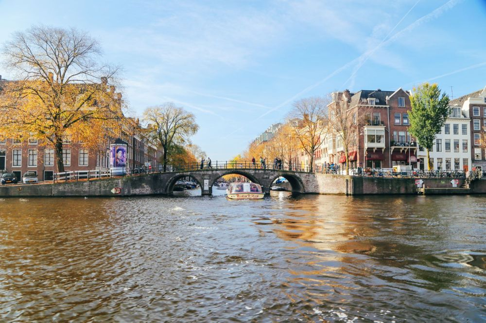 Exploring Amsterdam's Canal (By Driving A Boat For The First Time!) (20)