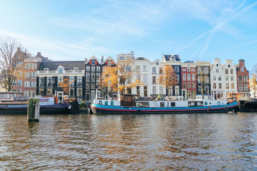 Exploring Amsterdam's Canal (By Driving A Boat For The First Time!) (22)