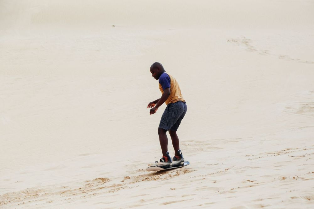 What It's Like To Try Sandboarding For The Very First Time! (25)
