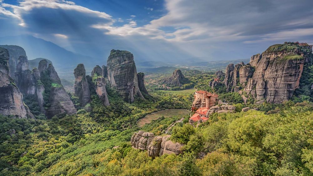Why & How You Will Want To Visit Metéora in Greece! (7)