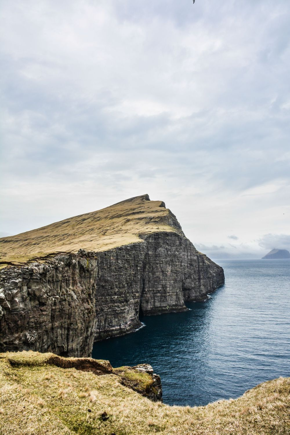 Have You Ever Seen The Cliff Top Lake of Sørvágsvatn, Faroe Islands? (15)